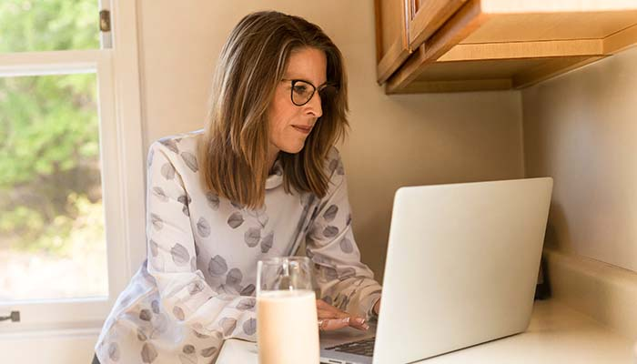Woman comparing bundled broadband and power deals online